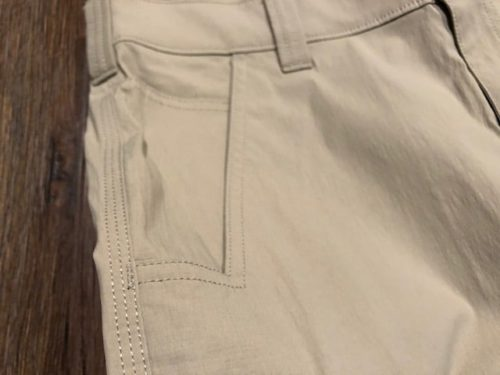 carhartt-lightweight-shorts-pockets